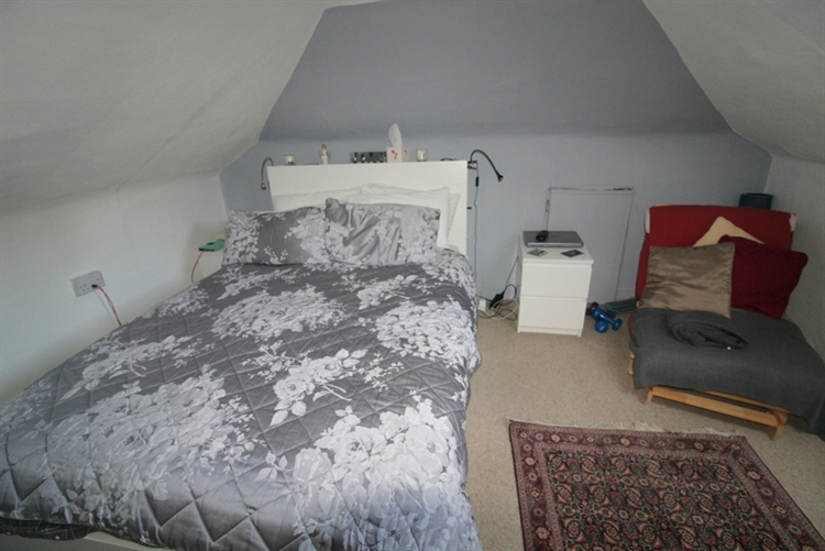 attractive 6-bedroom guest house - 13