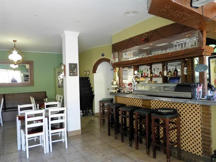 fantastic bar stunning location - 4