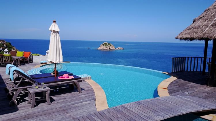 luxury pool villas business - 15