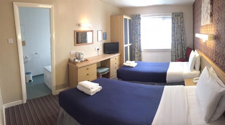 popular hotel southport - 8
