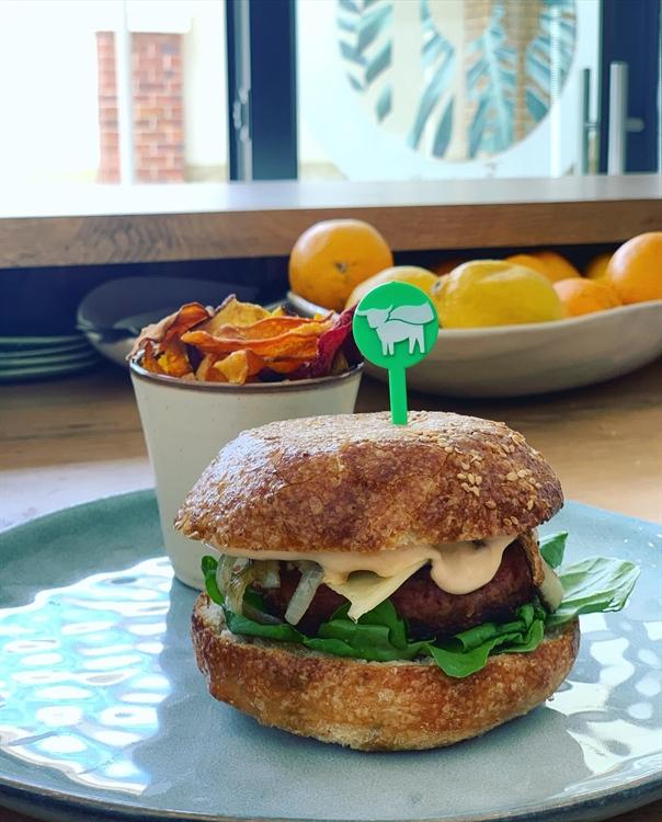 cafe serving health vegan - 4