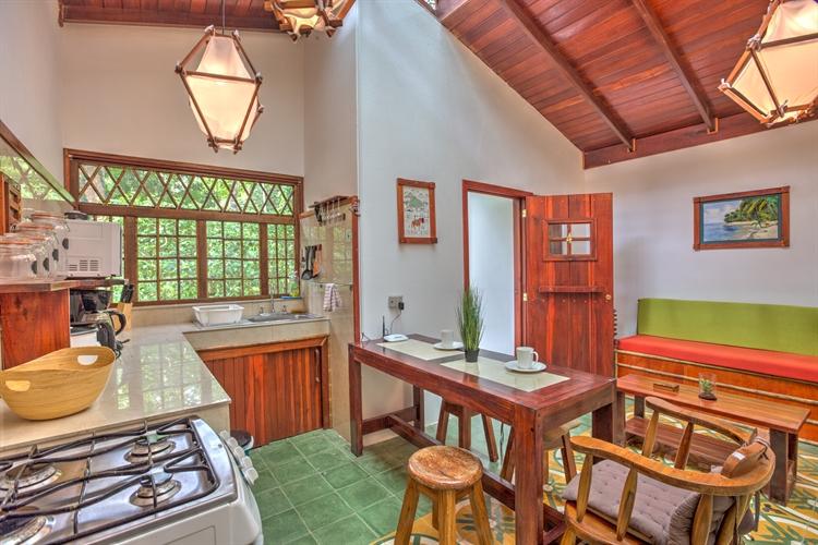 six jungle villa resort - 11
