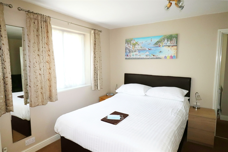 well presented guest house - 13