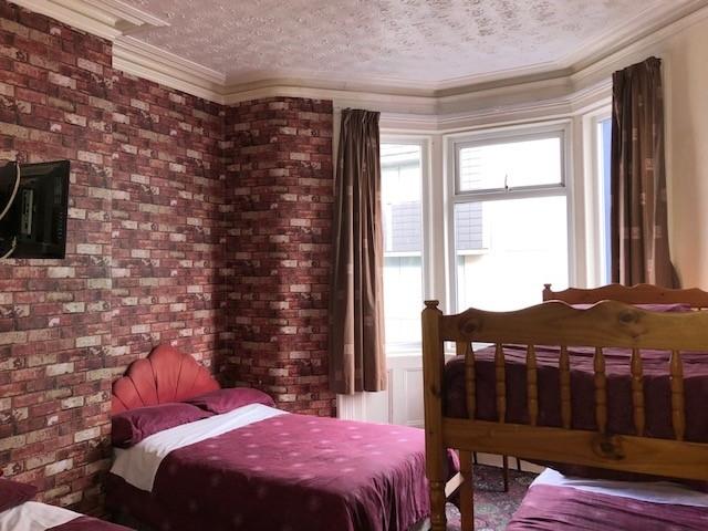 bedroom licensed hotel blackpool - 8