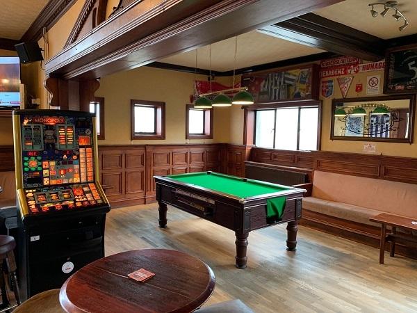 public bar separate restaurant - 4