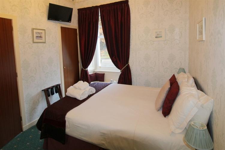 attractive 6-bedroom guest house - 9