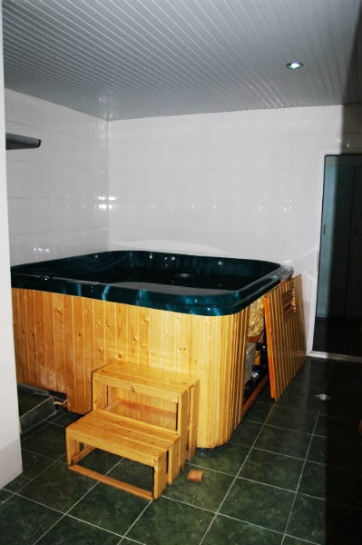 hotel with swimming pool - 13