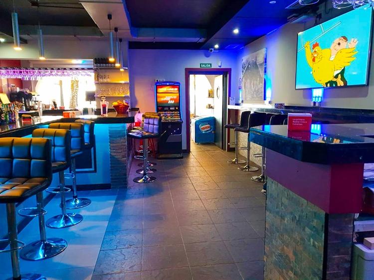 cafe bar right opposite - 7