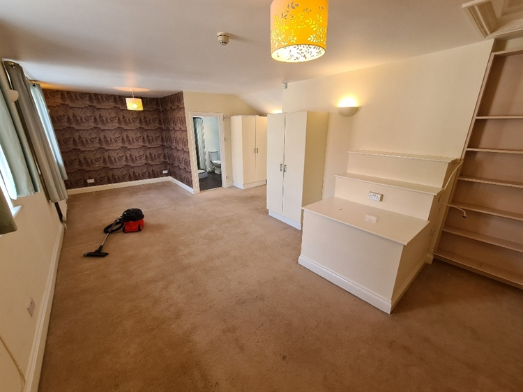 prominent detached bed breakfast - 5