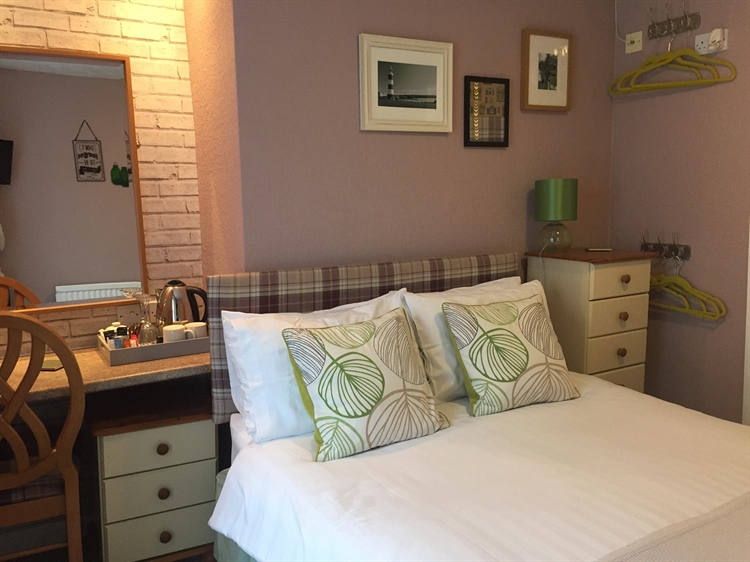 freehold guest house located - 7