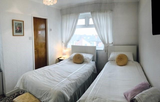 eight bedroom licensed hotel - 6