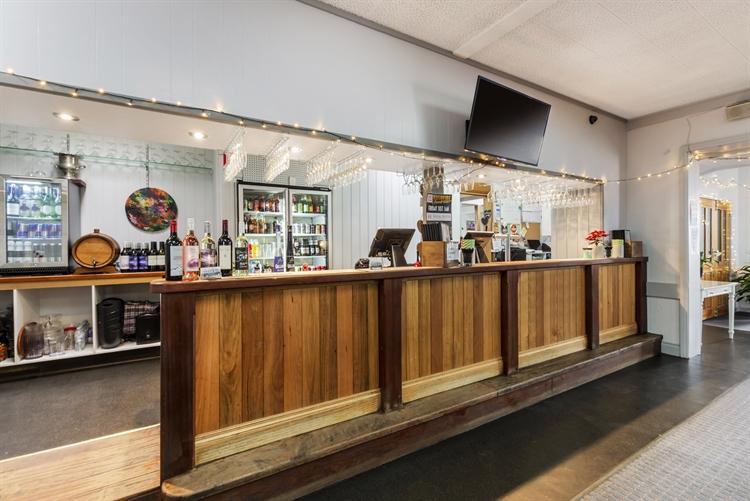 busy portland pub - 7