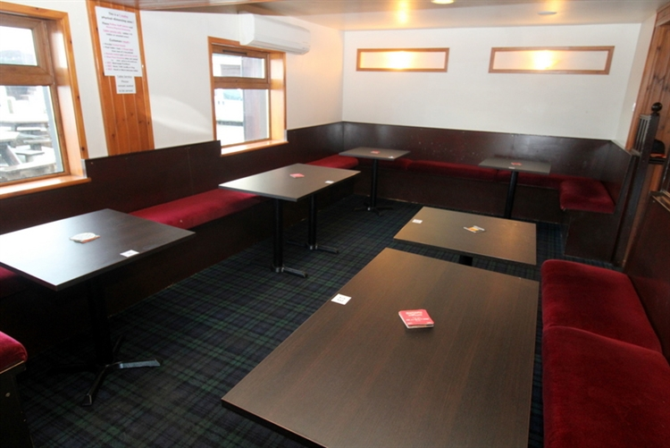 exceptional restaurant bar on - 7