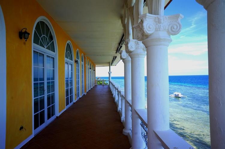 waterfront beach club resort - 9